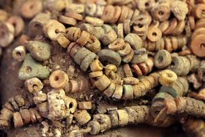 new-untouched-royal-tomb-peru-beads_68841_600x450