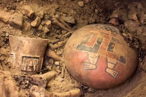 new-untouched-royal-tomb-peru-ground-artifacts_68844_600x450